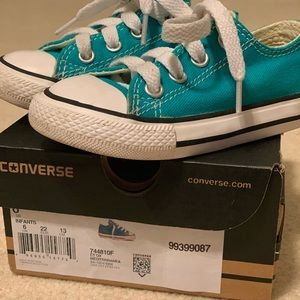 Teal toddler size 6 Converse